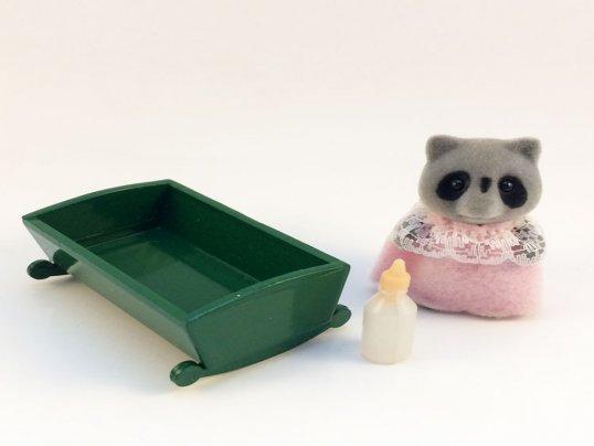 Chestnut Raccoon Baby Girl (*)