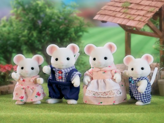 Hawthorn White Mouse Family