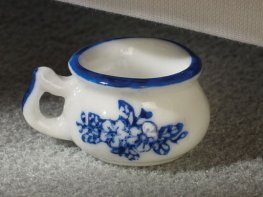 [DB] Ceramic Chamber Pot [blue floral]